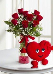 9 Kırmızı Gül Kalp Yastık